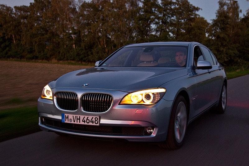 BMW ActiveHybrid 7: der Hochvoltspeicher im Kofferraum hat eine Kapazität von 0,9 kWh