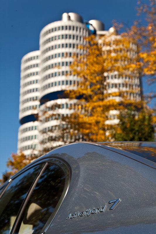 BMW ActiveHybrid 7 mit Typbezeichnung auf der C-Säule