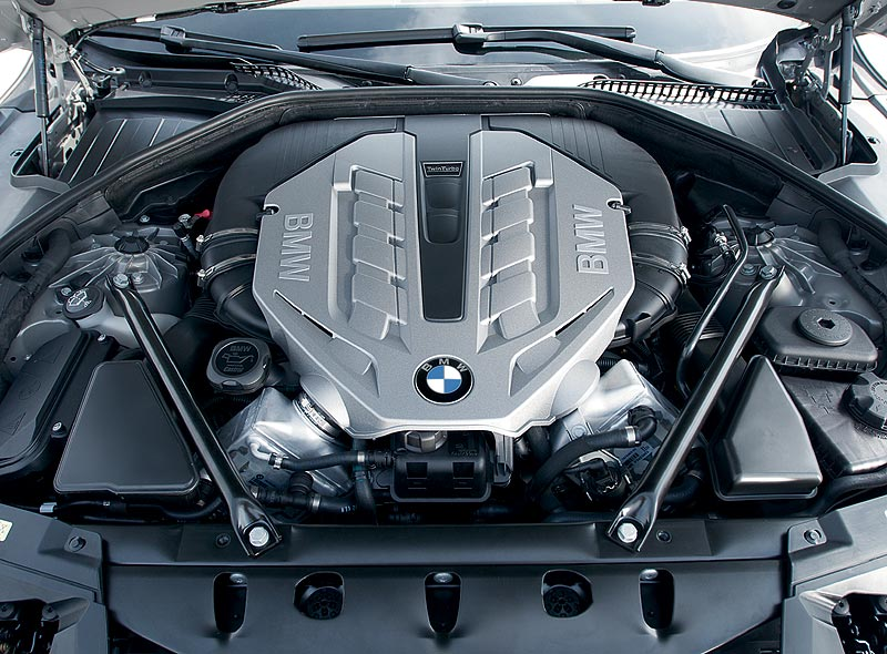 BMW 750Li, V8 Ottomotor mit Twin Turbo und High Precision Injection