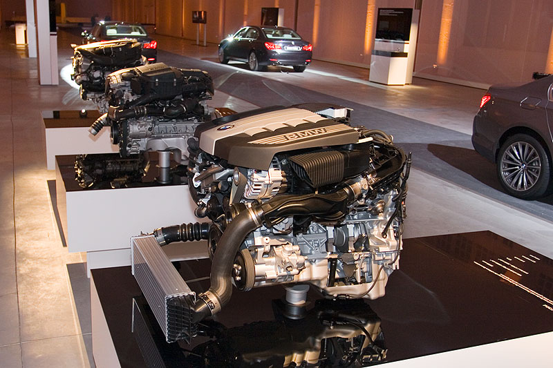 BMW 7er Motoren: V8-Benziner aus dem 750i, R6-Benziner aus dem 740i, R6-Diesel aus dem 730d