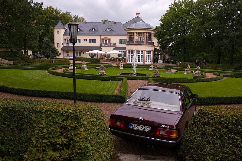 BMW 728i (E23), 2.8-Liter-R6-Zylinder-Motor mit 184 PS