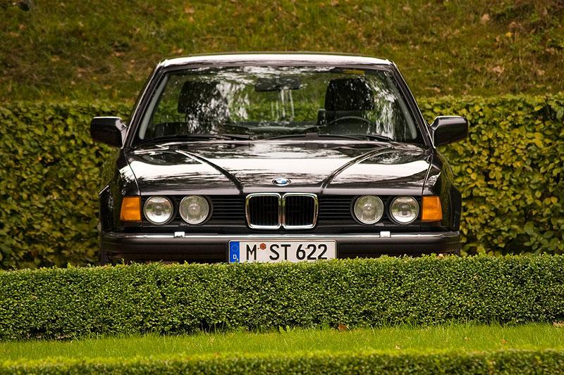 BMW 735i (E32) aus dem Jahr 1987 am Schloss Wolfsbrunn