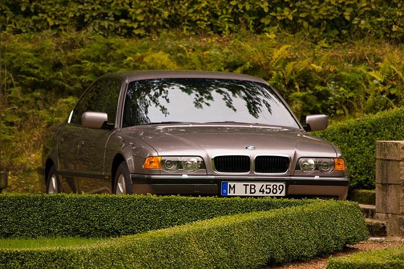 BMW 740i (E38), mit 4.0-Liter-V8-Motor, 286 PS