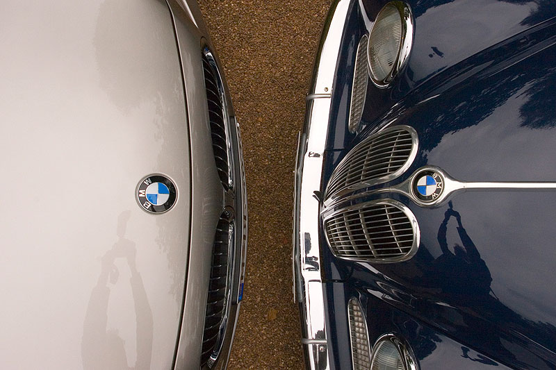 Ahnen-Treffen: BMW 750Li (F02, rechts) trifft auf den BMW 2600