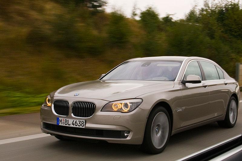 BMW 750Li (F02) auf der Autobahn
