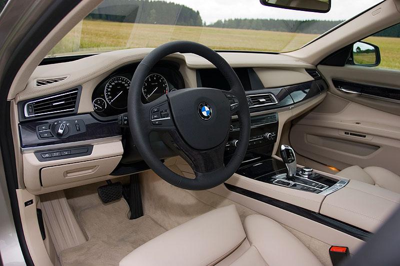 Blick in den Innenraum des BMW 750Li (F02)