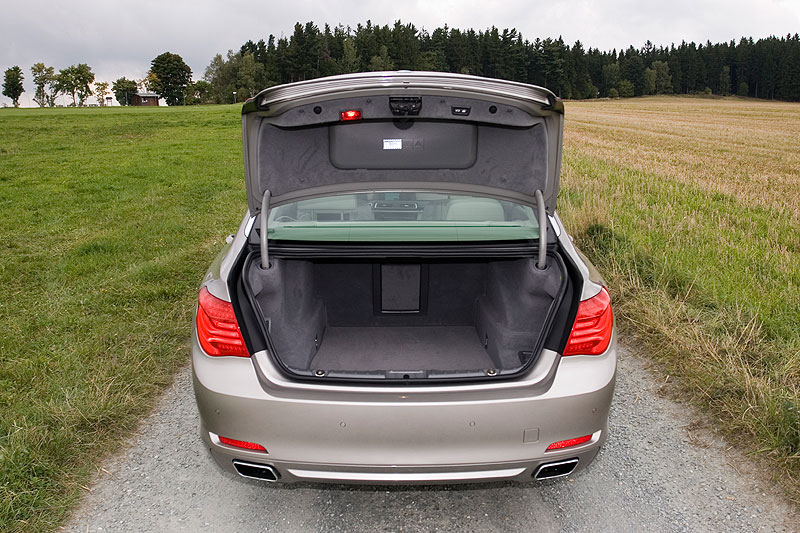 BMW 750Li (F02), Kofferraum