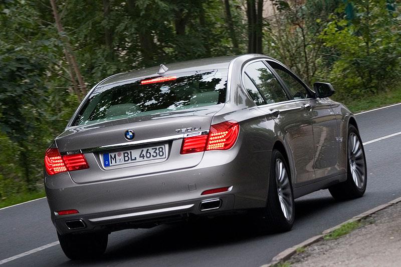 BMW 750Li F02 Auf Der Landstrasse