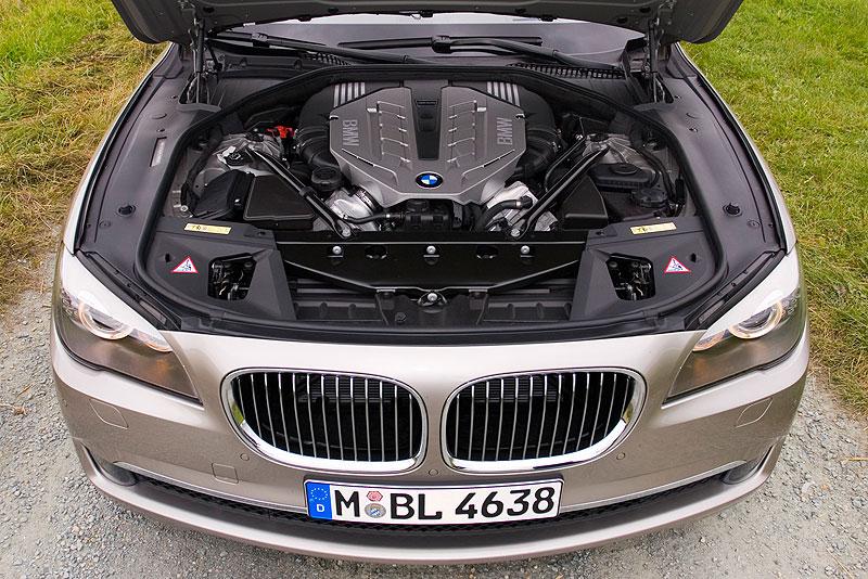 BMW 750Li (F02), V8-Bi-Turbo-Motor