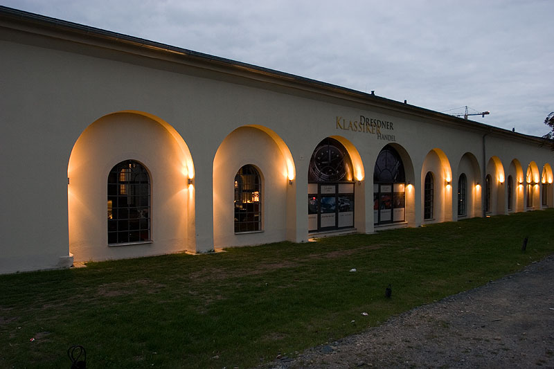 Hinter diesem Dresdner Klassiker Handel fand die Präsentation in einer alten Industriehalle statt