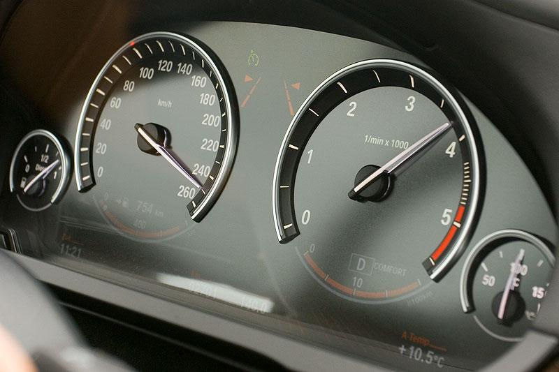 BMW 730d (Modell F01), Tacho-Instrumente