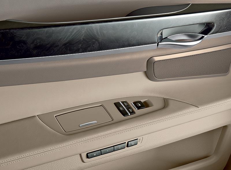 Sitz-Memory-Funktion in der Tür des neuen 7er-BMWs (Modell F01)