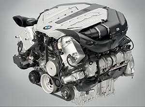 BMW V8 Ottomotor mit Twin Turbo und High Precision Injection