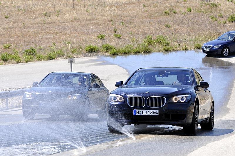 BMW 750i xDrive vs. BMW 750i beim µ-split Test
