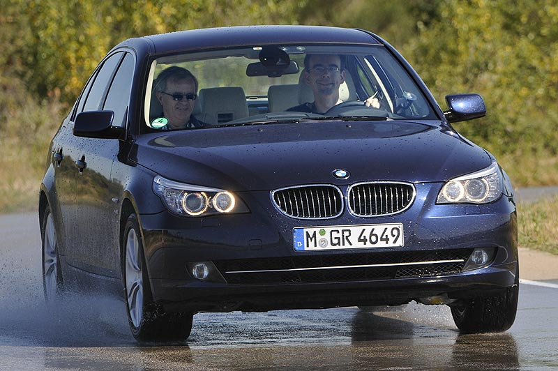 BMW 530d xDrive bei Testfahrten auf dem BMW Testgelände in Miramas