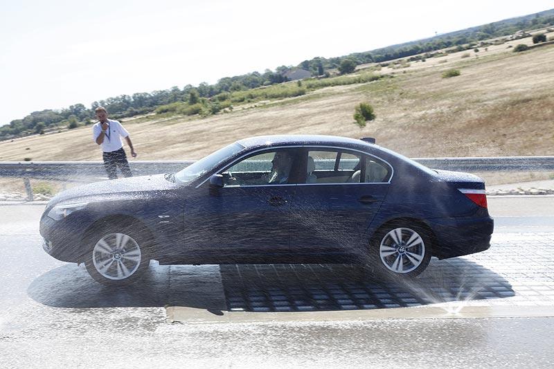 BMW 530d xDrive bei Testfahrten auf dem BMW-Testgelände in Miramas