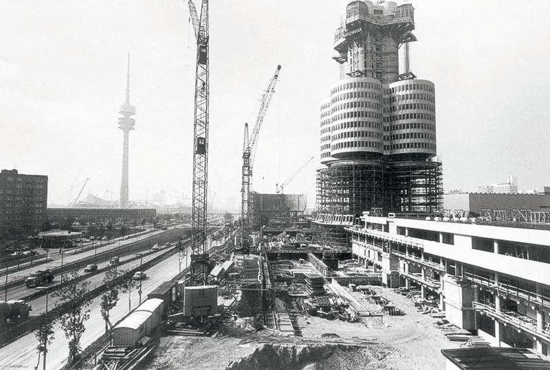 Bauphase des BMW Hochhauses - mit erstem Stockwerkssegment