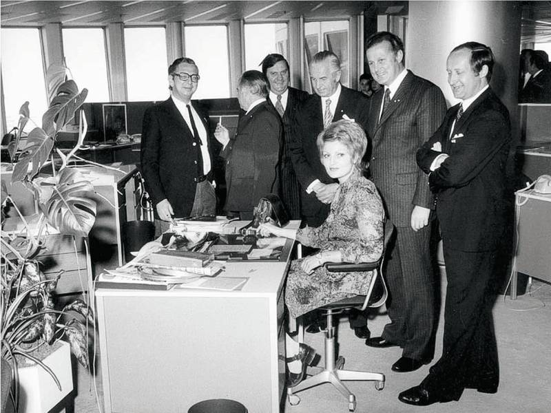 18. Mai 1973: Offizielle Eröffnung des BMW Hochhauses; Rundgang mit Eberhard v. Kuenheim, Max Streibl, Herbert Quandt und Prof. Karl Schwanzer (v.r.)
