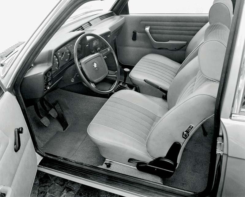 Innenraum im 3er-BMW aus dem Jahr 1975