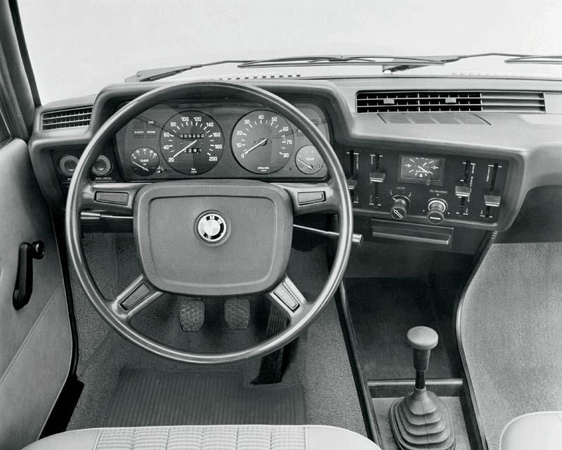 Cockpit des 3er-BMWs aus dem Jahr 1975