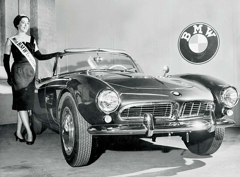 "BMW 507 mit Modell: ""Miss BMW Connection"""