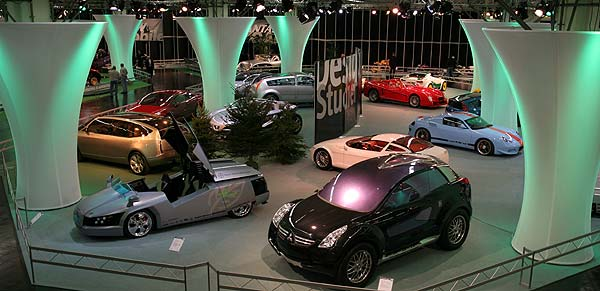 Designstudien im Show-Center in der Halle 1A auf der Essener Motorshow 2005