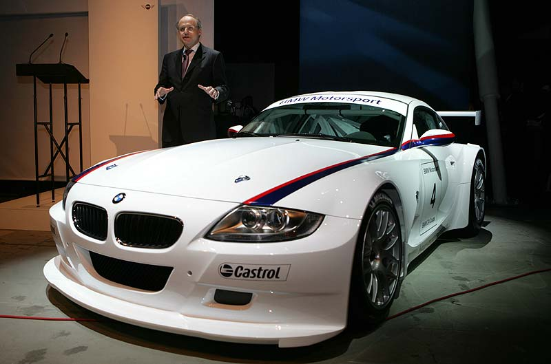 Prof. Burkard Goeschel (BMW Vorstand) mit dem BMW Z4 M Coupé