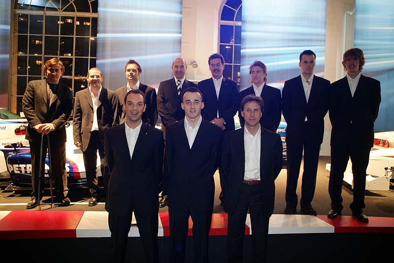 hinten: Alex Zanardi, Jacques Villenueuve , Andy Priaulx, Peter Sauber, Dr. Mario Theissen, Nick Heidfeld, Dirk Müller, and Sebastian Vettel. vorne: Jörg Müller, Robert Kubica and Roberto Ravalia