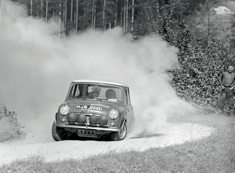 Mäkinen/Easter gewinnen die Rallye München-Wien-Budapest 1966 auf Mini Cooper S