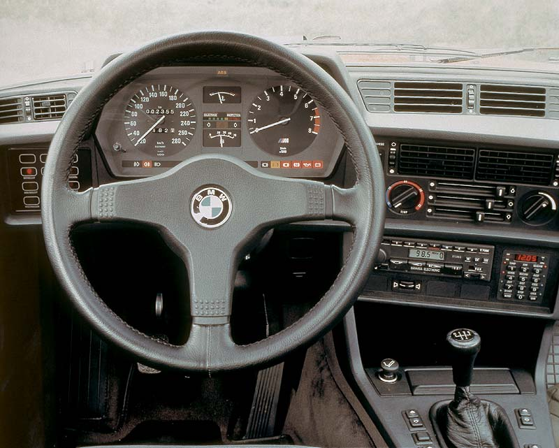 Armaturenbrett mit Check Control der BMW 6er-Reihe