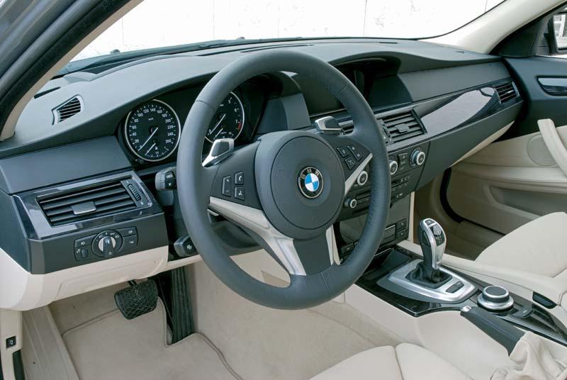 foto bmw 530i modell e60 facelift cockpit vergr ert. Black Bedroom Furniture Sets. Home Design Ideas