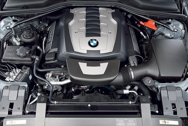 BMW 650i Cabrio, Motorraum (Faceliftmodell 2008)