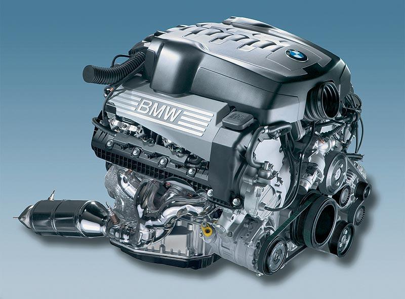 V8-Benzinmotor mit Valvetronic (4.8 l - 270 kW / 367 PS, 4.0 l - 255 kW / 306 PS)
