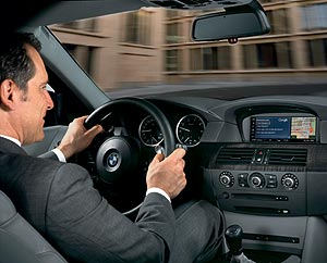 Ein neuer Dienst von BMW ConnectedDrive: die Google Branchensuche