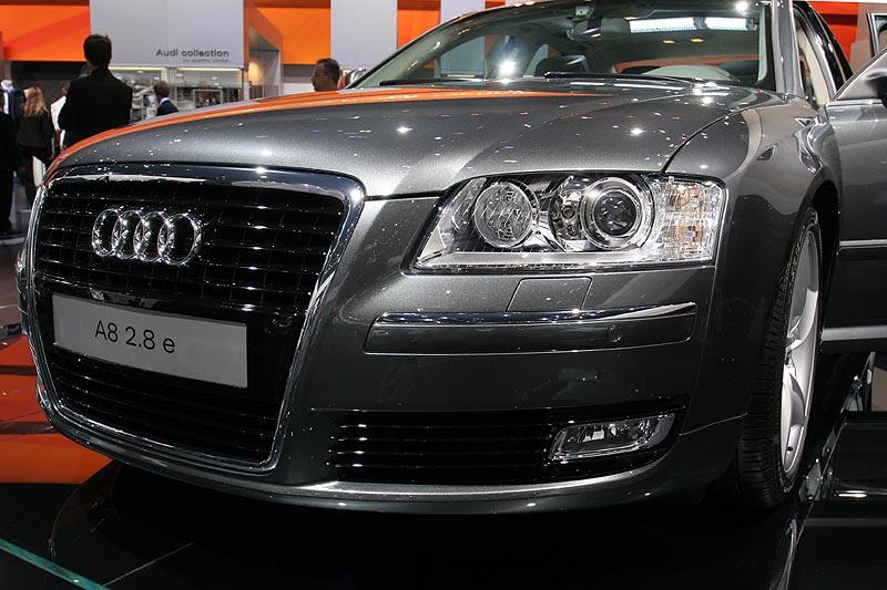 Audi A8 2.8 e mit 210 PS Leistung 238 km/h schnell. Beschleunigung in 8,0 Sekunden auf 100 km/h