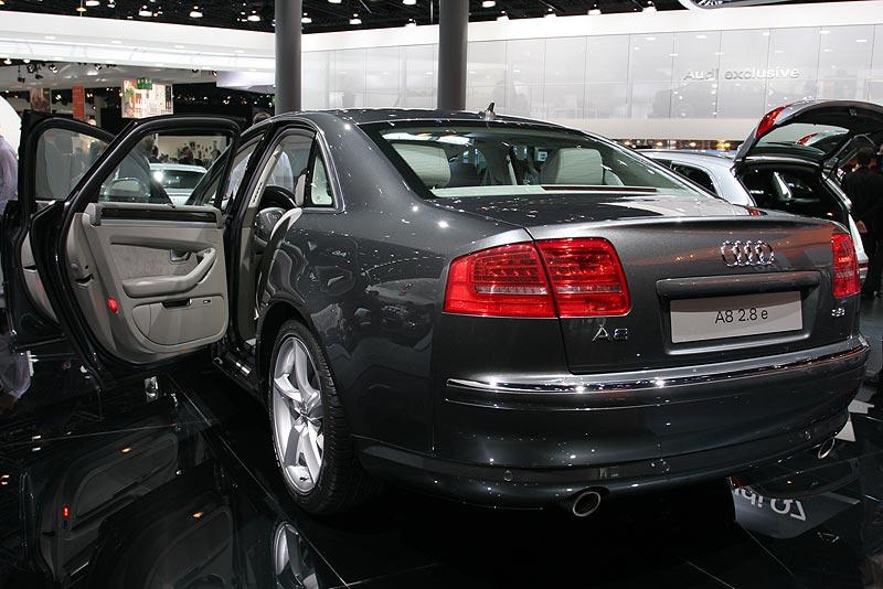 Audi A8 2.8 e, verbraucht 8,3 Liter pro 100 km, der CO2-Ausstoß liegt bei unter 200g/km