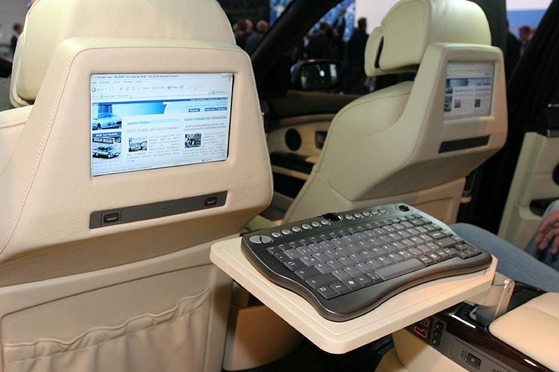 BMW 750Li Individual, mit Heck-Monitoren und verbauten PC