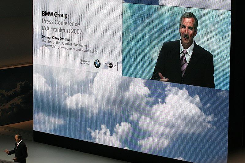 Dr. Klaus Draeger bei der BMW-Pressekonferenz auf der IAA 2007 in Frankfurt