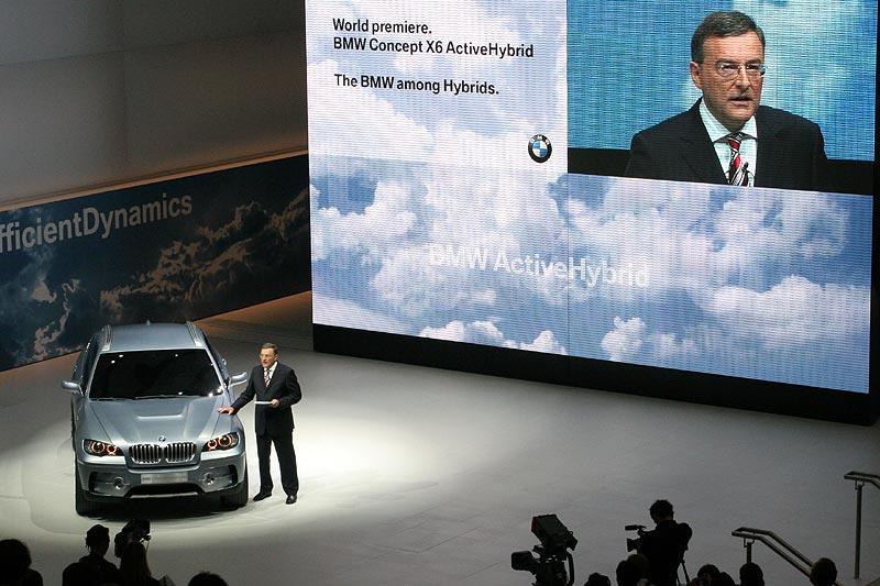 BMW Vorstandsvorsitzender Reithofer präsentiert den BMW Concept X6 ActiveHybrid