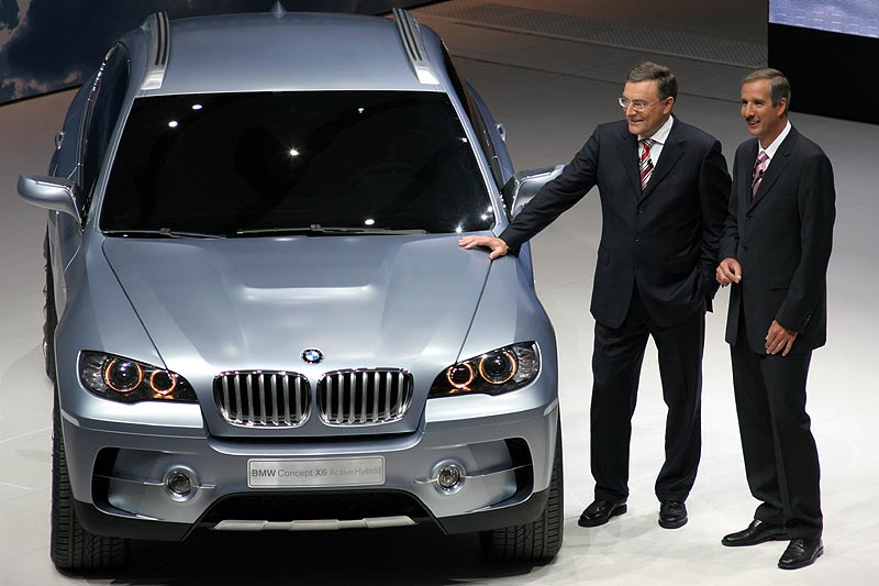 Norbert Reithofer und Klaus Draeger am BMW Concept X6 ActiveHybrid