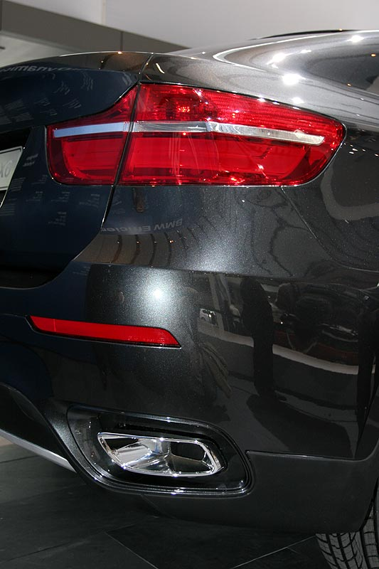 BMW Concept X6, markantes Auspuffrohr