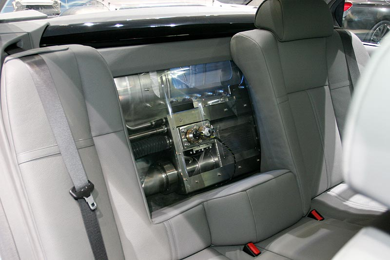 der Wasserstoff-Tank hinter den Rücksitzen ermöglicht eine Reichweite von 200 km