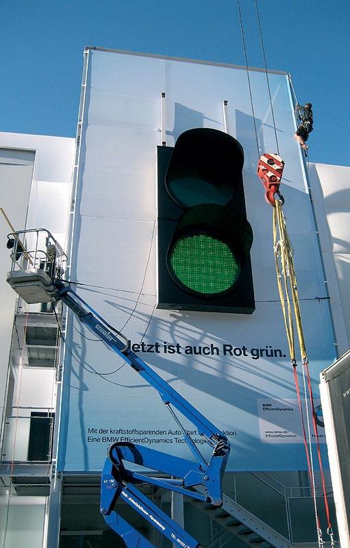 Die Ampel symbolisiert die Auto Start Stop Funktion im Rahmen der BMW EfficientDynamics Maßnahmen