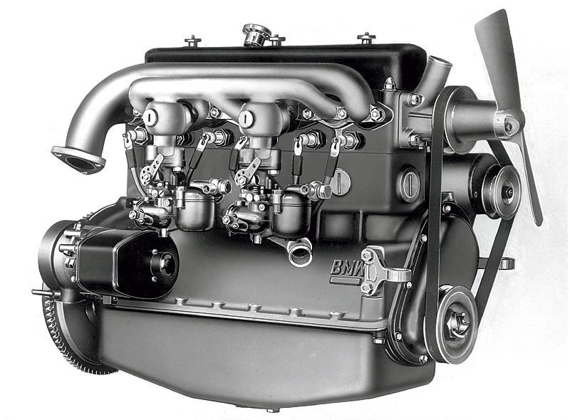 der erste Sechszylinder-Motor feiert 1933 im BMW 303 seine Premiere