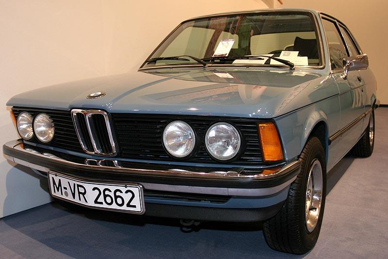 BMW 320, Bauzeit: 1975-1977, Stückzahl: 118.399, 109 PS bei 5.800 U/Min., 1.990 cccm