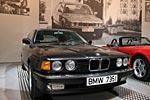 BMW 735i mit 6-Zyl.-Reihenmotor, 3.430 cccm, 211 PS, 230 km/h, 1.590 kg Gewicht