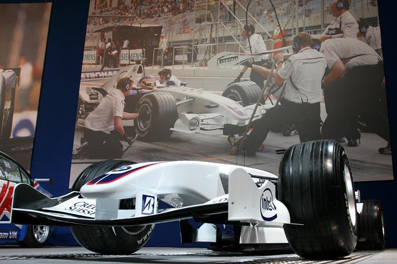 BMW Sauber F1.07, 605 kg schwer (inkl. Fahrer), Kohlefaser-Monocoque