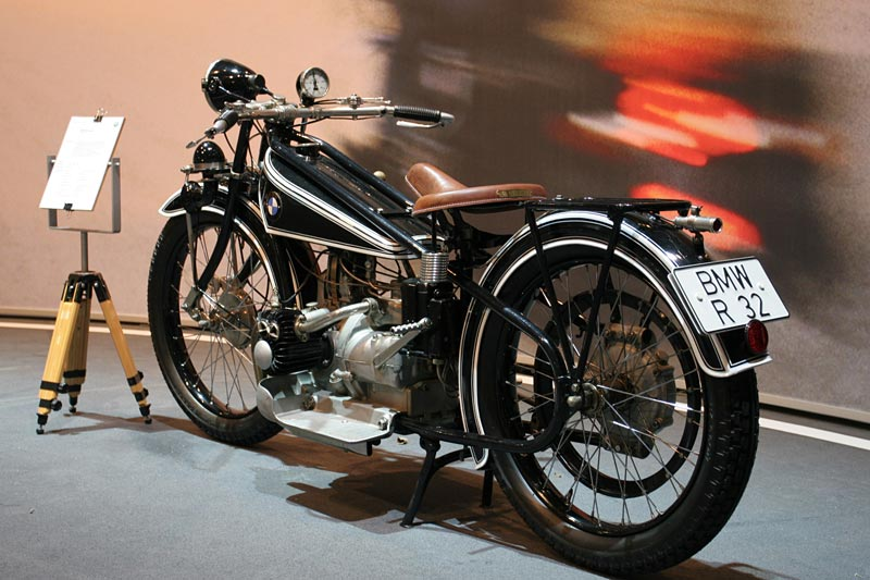 im Herbst 1923 begann mit der Vorstellung der R 32 auf der Berliner Automobilausstellung die Erfolgsstory der BMW Motorräder