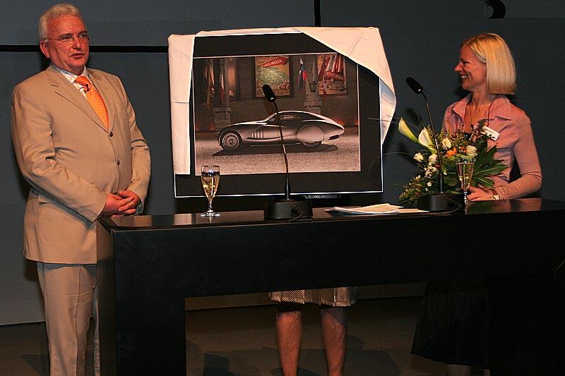 Holger Lapp erhielt ein Abschiedsgeschenk, BMW VIP-Abend auf der Techno Classica 2007