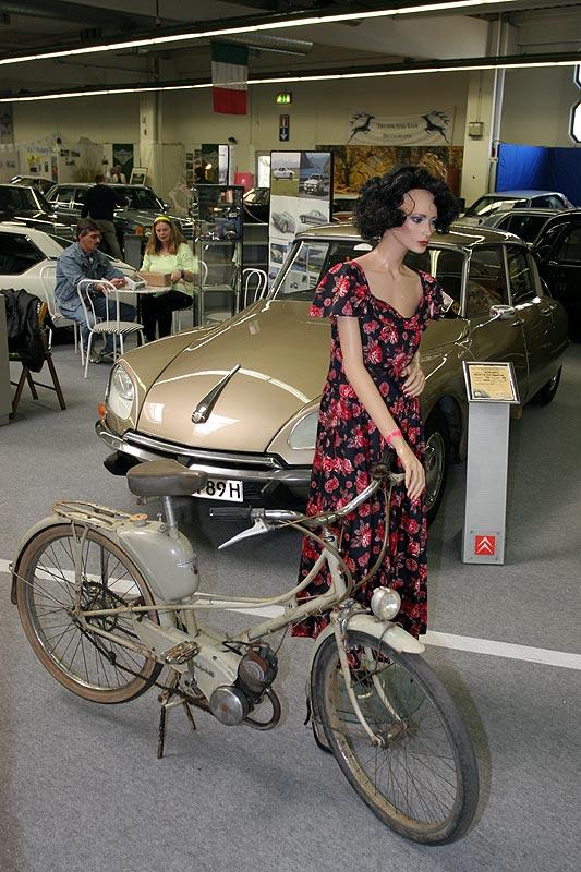 Citröen Strasse: Einsatzfahrzeuge von Citröen, gezeigt von einem Citröen Club
